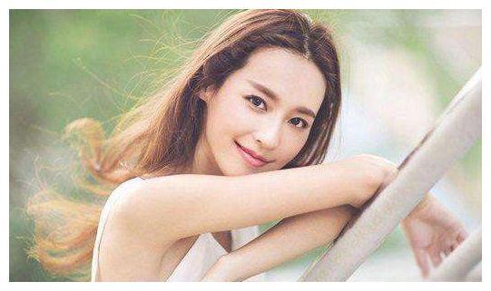 她21岁嫁给二婚影帝,十年生2子,离婚后重回颜值巅峰
