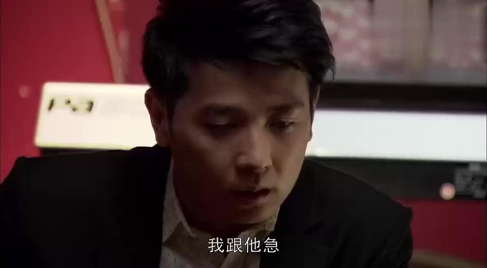 小草送醉酒的刘水回家,在门口搂搂抱抱,结果被妈妈看到了