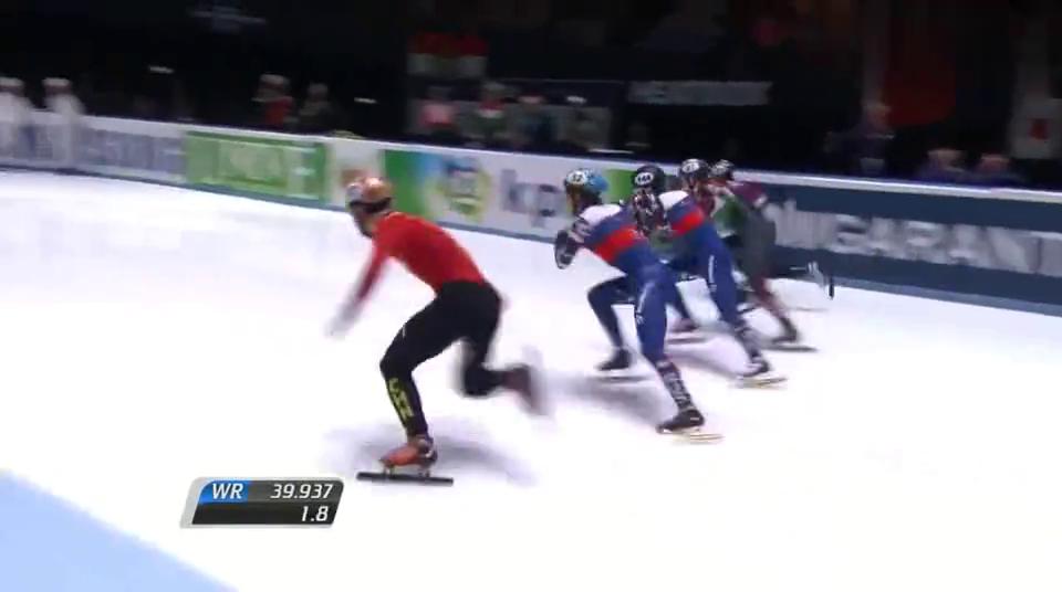 经典回顾电光火石!遭俄选手碰撞任子威惨摔出赛道,太气愤了!