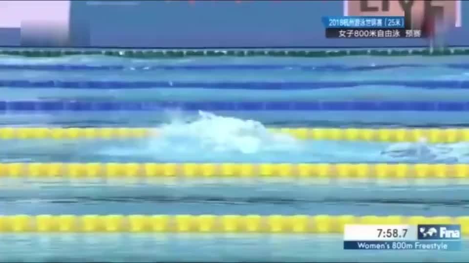 弄错铃声闹乌龙! 王简嘉禾800自多游50米, 预赛小组第一晋级