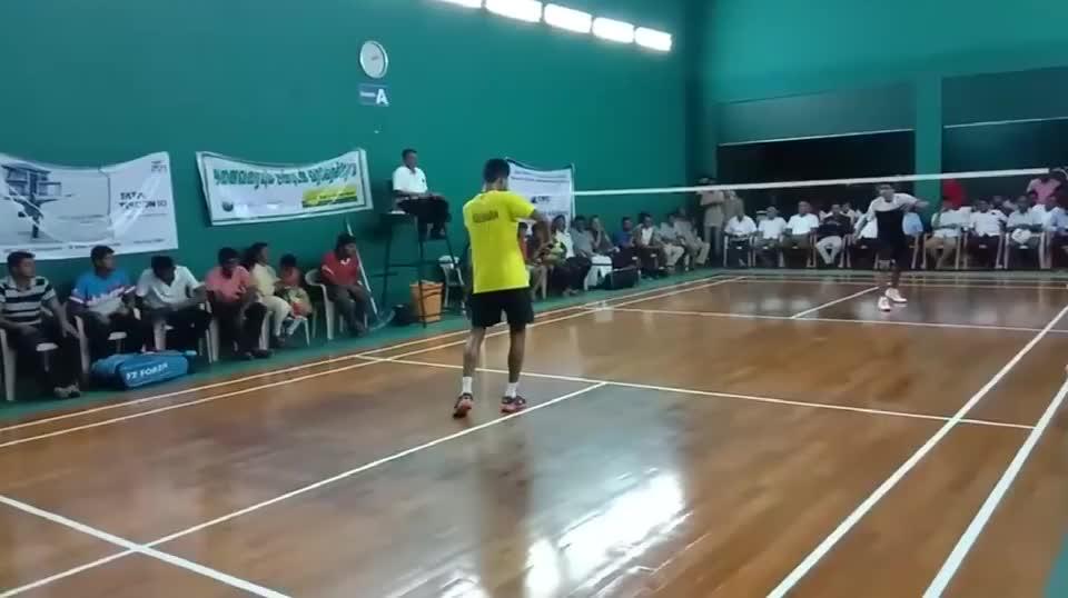 """印度民间羽球男单决赛,黄衣选手是业余届""""扛把子"""",实力如何?"""