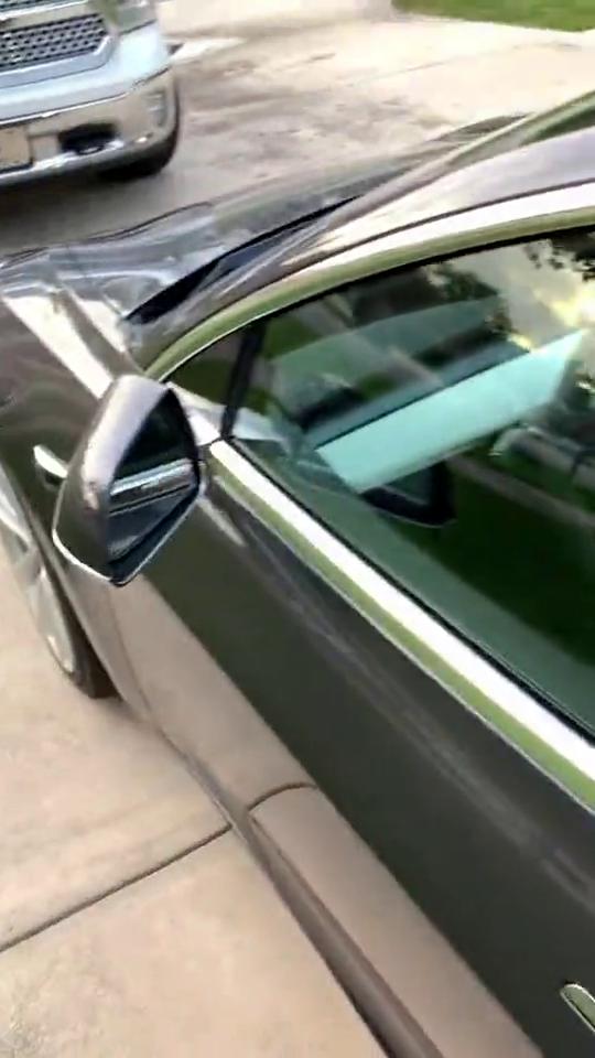 不用钥匙,就可以开走的电动汽车!