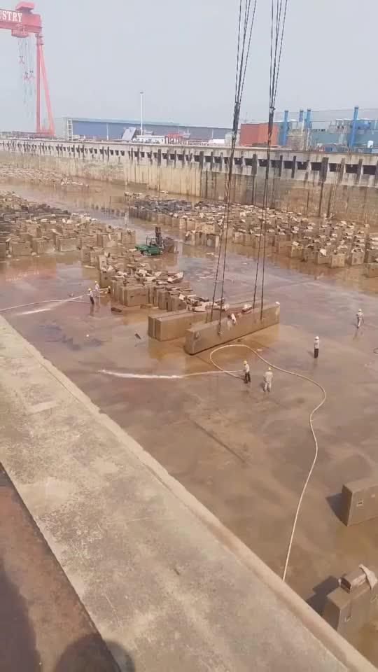 这个级别的船坞简直太壮观了进来看了一眼就被征服了