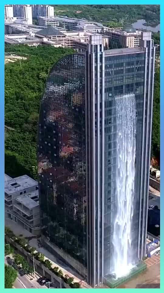 杭州人造瀑布每小时光水电费就1万你感觉值吗