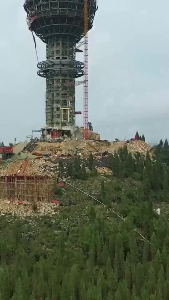 贵州一山顶上的建筑像个超大麦克风