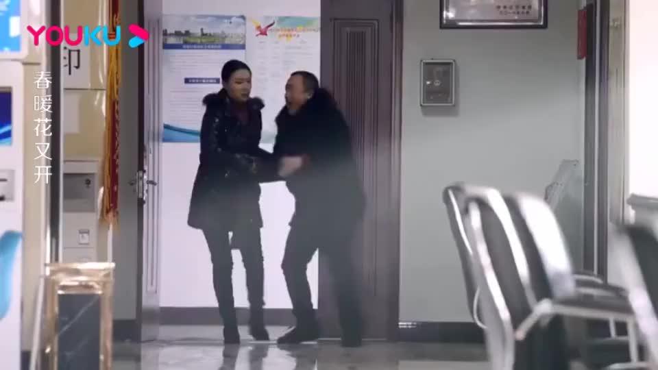 妻子拖着丈夫去离婚,不料民政局到处是丈夫的熟人,打起招呼太逗