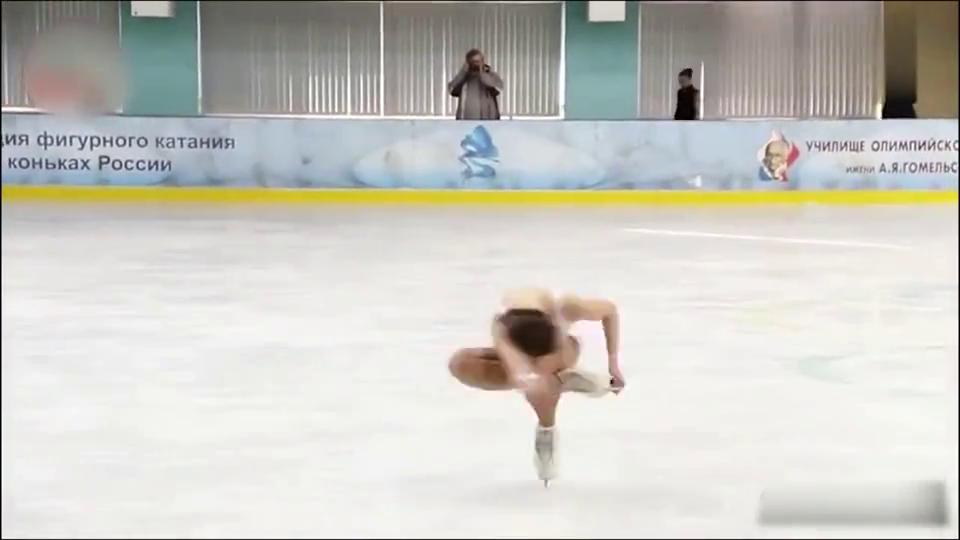 俄罗斯花样滑冰运动员表演!小姐姐就跟天使一样!真是太可爱了!