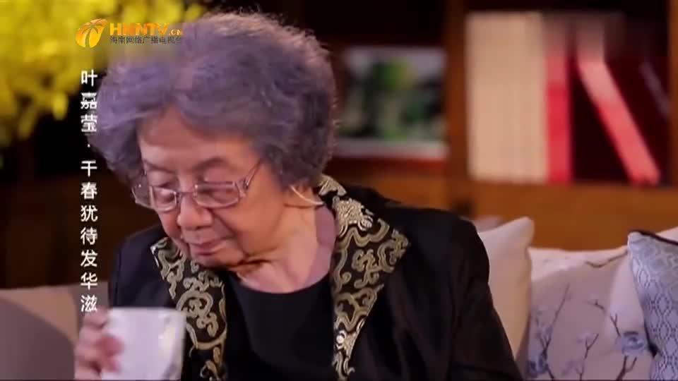 鲁豫专访叶嘉莹,叶老师喝水,都能被鲁豫看出细节
