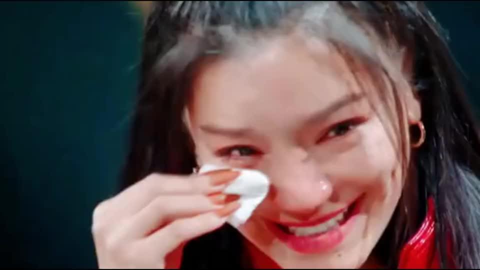 09快女隔空齐聚《天赐的声音》,江映蓉哭了,满满的感动
