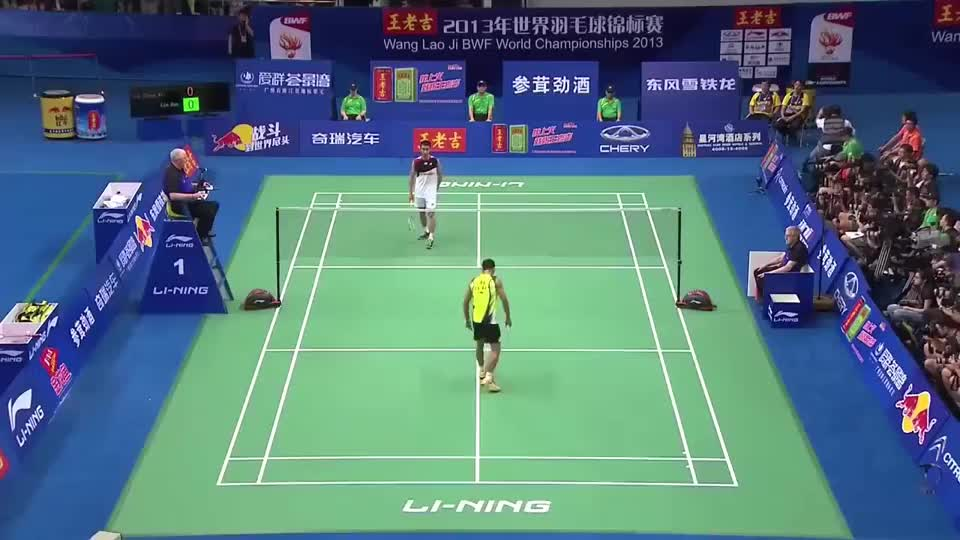 李宗伟离世界冠军梦想最近的一次,林丹捧起了第五枚世锦赛金牌!