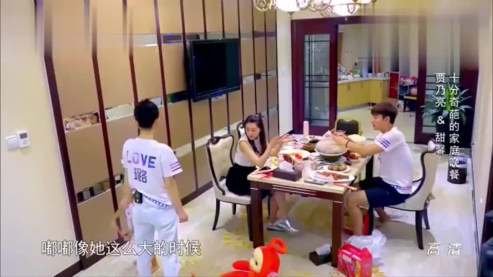 李小璐好奇甜馨为什么这么皮,甘薇指着贾乃亮:因为有他呀!