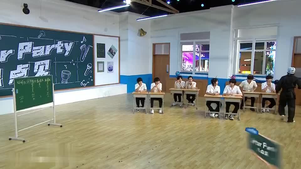 《明日之子4》张嘉元现场表演徒手劈西瓜,翻车了?