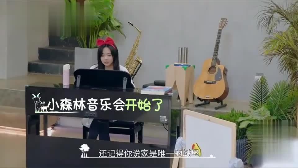 谭松韵张新成唱歌带娃两不误,小七姐姐和橙子哥哥都唱得好好听