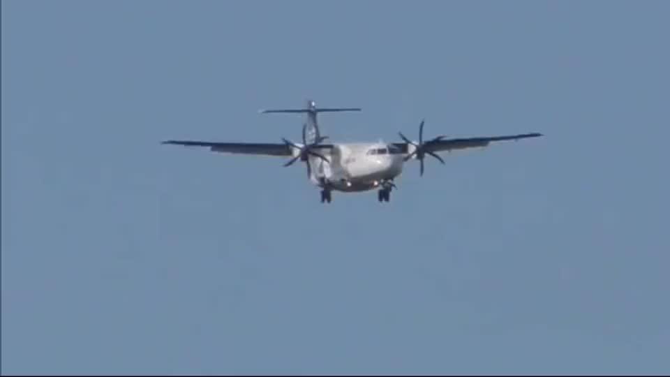 完美降落!新西兰航空双螺旋桨客机ATR72-500着陆在奥克兰机场