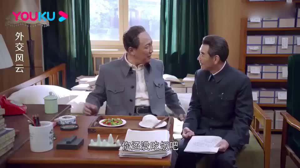 外交风云:过年大伙吃红烧肉,谁知主席竟一年都没吃肉,众人泪崩