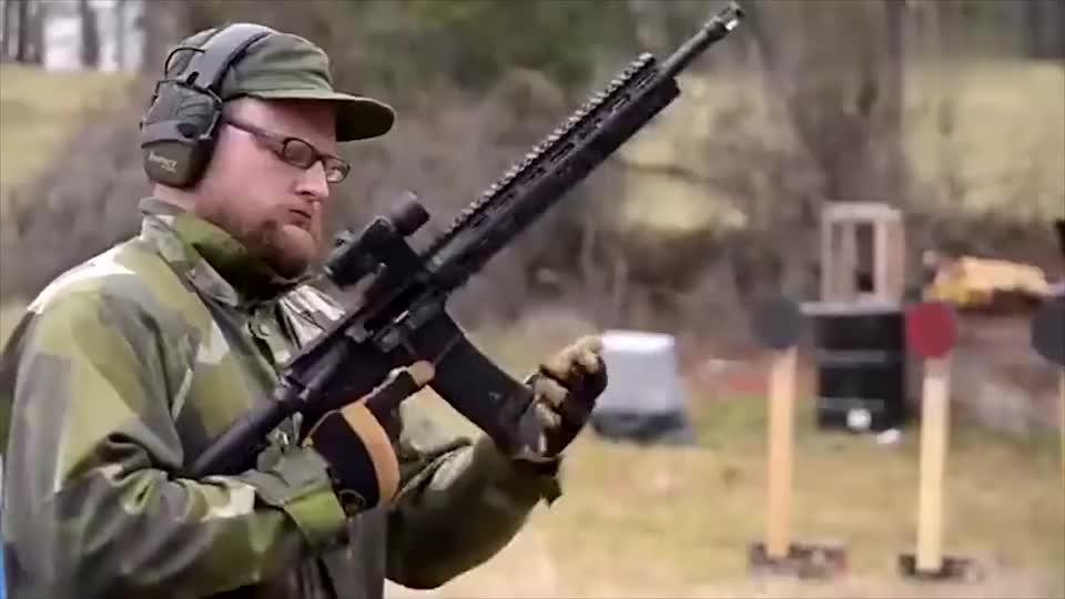 极限测试,自动步枪快速连续射击会有什么后果?试一试