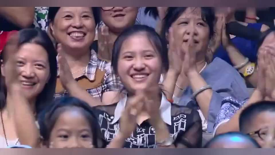 杨紫和唐艺昕绝美姿态出场,唐艺昕大眼睛一眨,可爱爆棚!