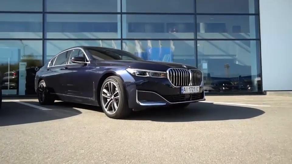 视频:新车展示,2021款宝马7系,看到实车那刻,买不买奔驰S级自己想