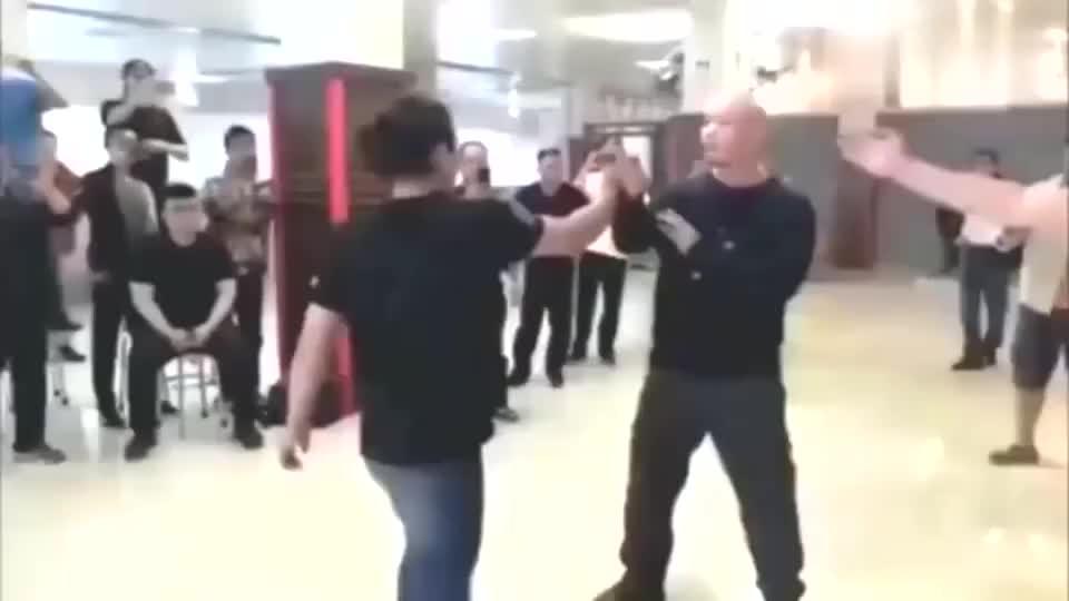 武术:真正实战起来,哪有那么多一招一式的时间给你秀姿势