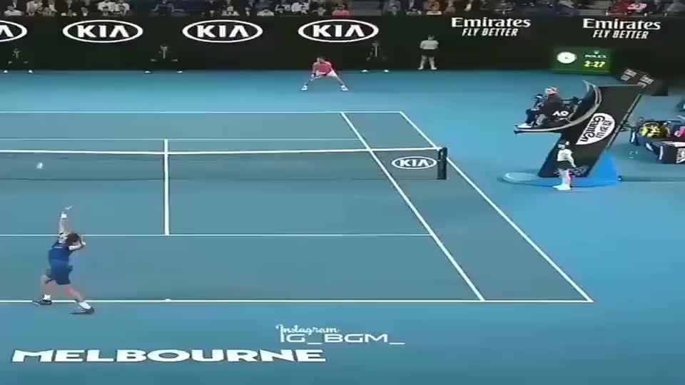 纳达尔网球场,当着2万观众,他对小球童做出这种事