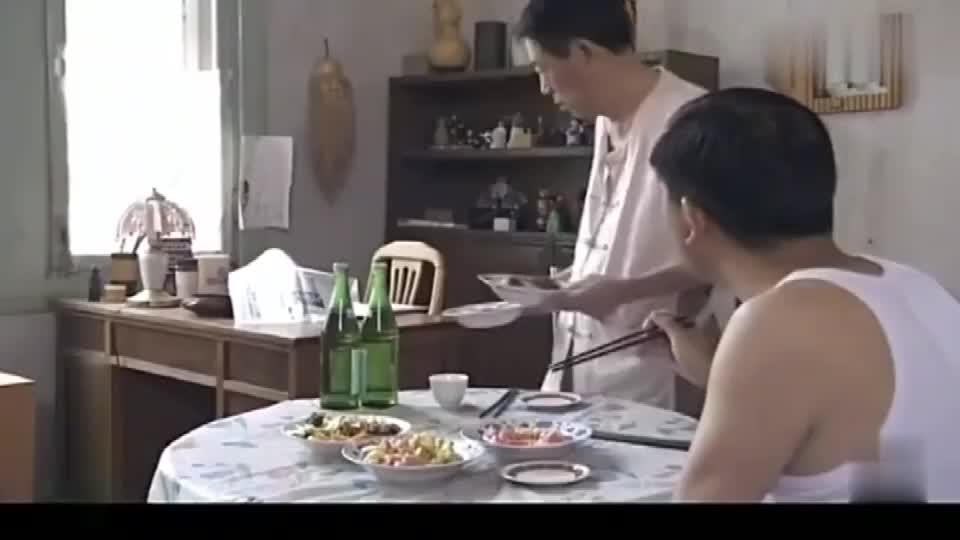 侯耀文到杨光家蹭饭,把荤的吃了还打包,给杨光剩一桌素的
