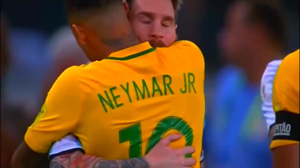 足球赛场感动时刻 内马尔拥抱梅西让人动容 C罗亲吻布冯成经典
