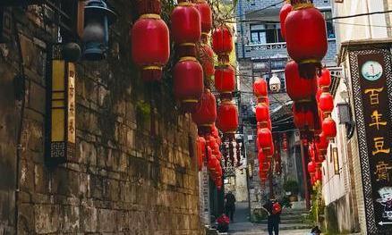 贵州名胜镇远古镇,碧水晨雾夜色撩人,山色水韵诗意盎然