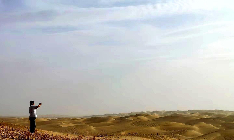 纵贯塔克拉玛干沙漠公路究竟几条?大部分人不知道,最美是这半条