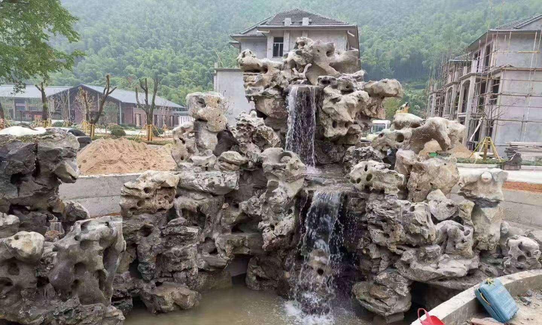 广东潮州黑太湖石假山堪称园林景观中的最美假山