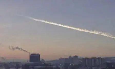 超级陨石坠落俄罗斯,却被不明物体击落,有人在暗中守护地球?!