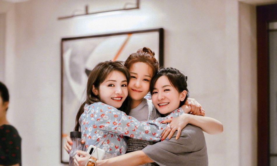 组图:《新还珠》主演重聚 海陆李晟麦迪娜相拥贴脸感情好