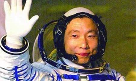 杨利伟回到地面后,就再也没上太空,如今他的生活怎么样了?