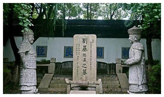 村民挖出一块石碑,上面预言的中国千年的国运,句句应验