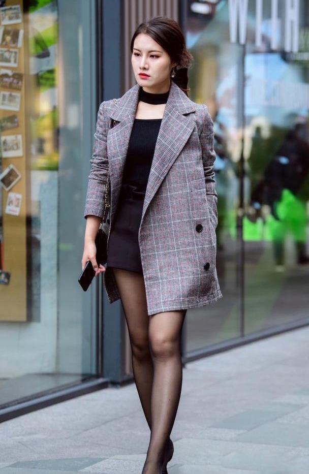 30岁之后该怎么穿?选好黑丝袜,充满时尚魅力!