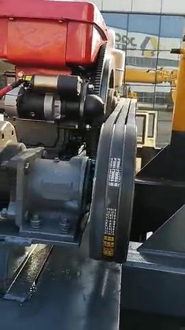 柴油发动机带动液压泵,现在的机器真先进,不知道效果好不好