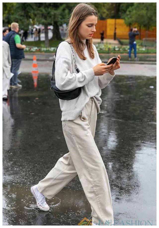 毛衣+直筒裤——秋冬必备组合,这么穿美爆啦。