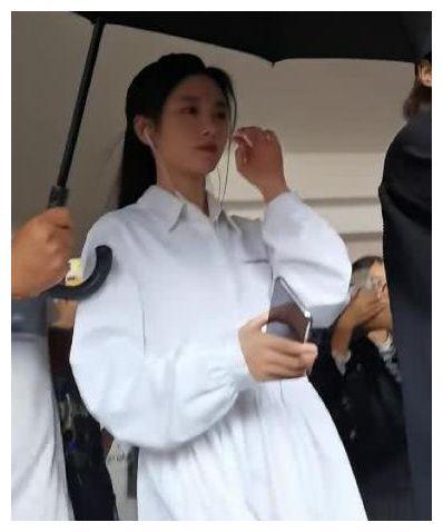 """鞠婧祎怼脸拍照,无修图鼻子""""异物感""""明显:原相机让我认清现实"""