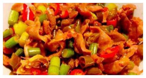 麻婆豆腐,芹菜炒金针菇,浏阳腊香肠,酸辣鸡杂的做法