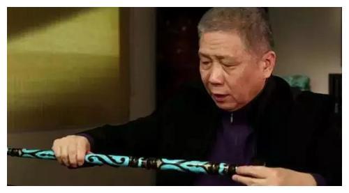 冯小刚过生日时,马未都却送了根拐杖给他,最后冯导机智化解尴尬