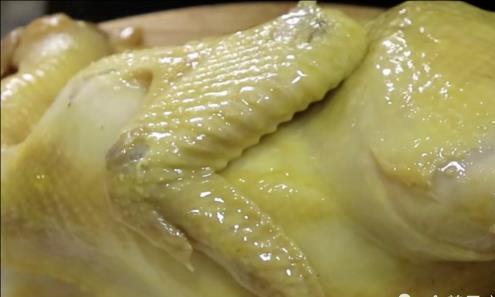 教你家常白斩鸡详细的技巧,鲜香嫩滑无比,在家吃出酒楼的味道