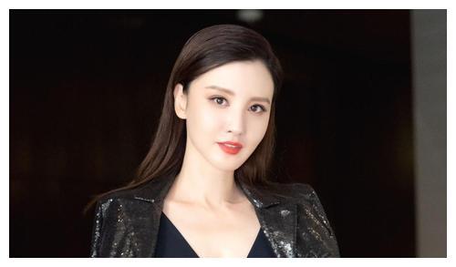 八卦:张萌家是有港资背景的,她老公之前是英皇高层