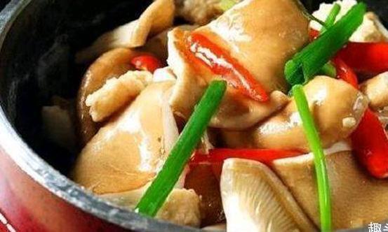 精选美食:葱油黄秋葵、山药焖排骨、干煸带鱼、培根炒猪肚菌做法
