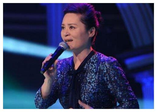 她曾红过毛阿敏,嫁小15岁丈夫后退出乐坛,今63岁为维生做钟点工