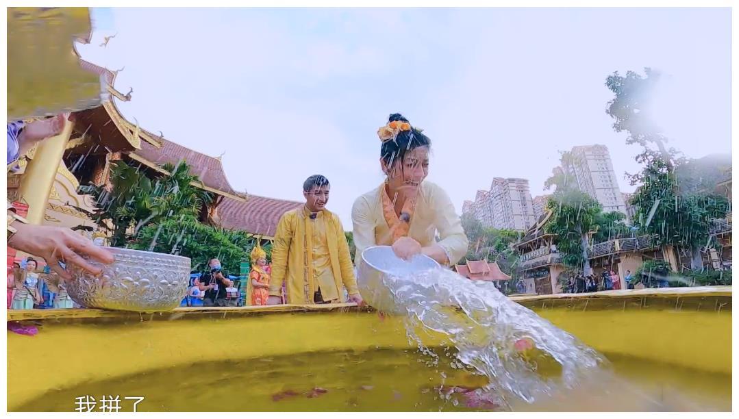 蔡少芬张歆艺玩泼水,看了她们被水泼后的脸,才明白为何吉娜不玩
