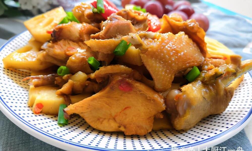 如何给鸡块去腥?厨师长教你3个诀窍,鸡块毫无腥味,越炖越香