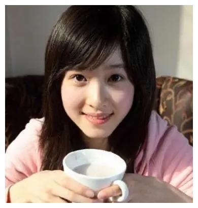 看看奶茶妹妹章泽天和陈都灵的旧照,发现现在已经提升一个档次