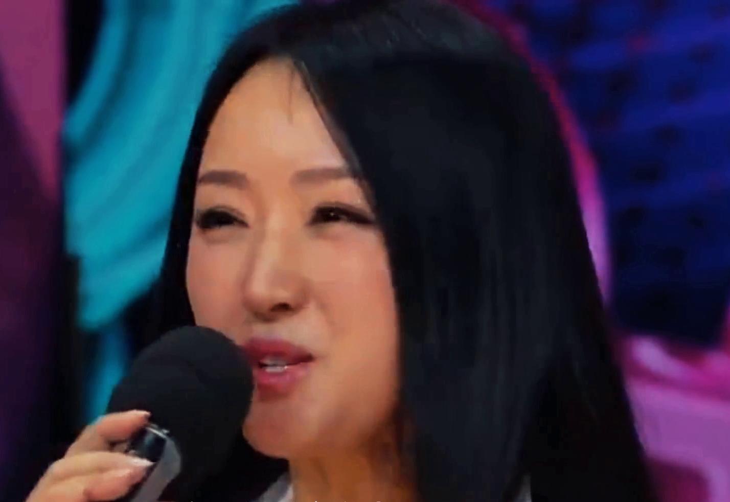 杨钰莹第一次上央视,编播人员被其美貌吓到,头一次见这么美的人