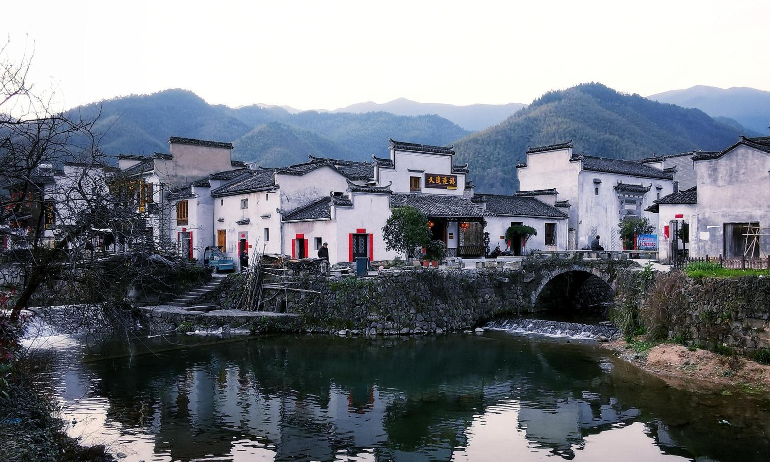 """安徽黄山下这个古村,拥有""""徽州第一木雕楼"""",不是西递、宏村"""