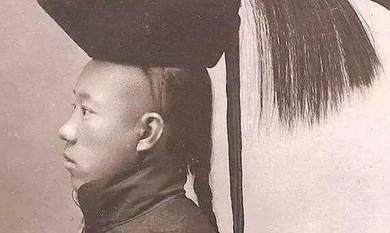 清朝的发型很帅?别再被电视剧骗了,真实的清朝辫子是这样的