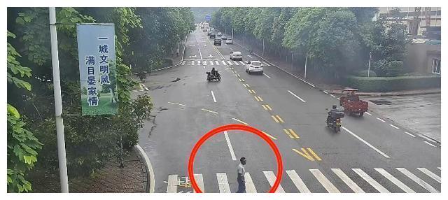 监控曝光!斑马线上撞伤行人,重庆长寿一司机被判定全责!